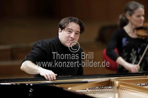 Türkischer Pianist Fazil Say gastiert in Begleitung der Academy of St Martin in the Fields in der Kölner Philharmonie (© Thomas Brill)