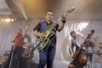 Deutsche Rockabilly-Band Dick Brave and The Backbeats gastiert auf ihrer