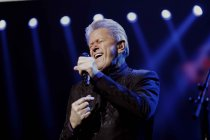 Amerikanische Sänger Peter Cetera bei der Night of the Proms 2017 in der Lanxess-Arena Köln (© Thomas Brill)